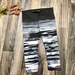 NWOT- Shape Activewear Crop Leggings -L